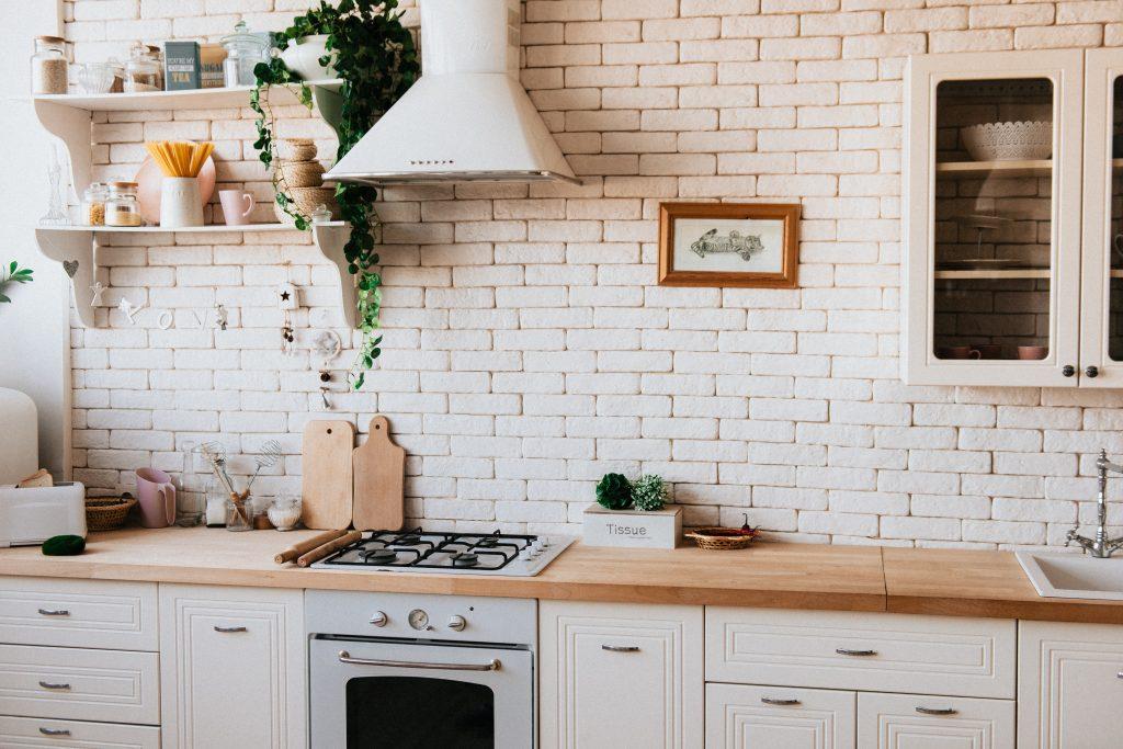 salon z aneksem kuchennym powierzchnia